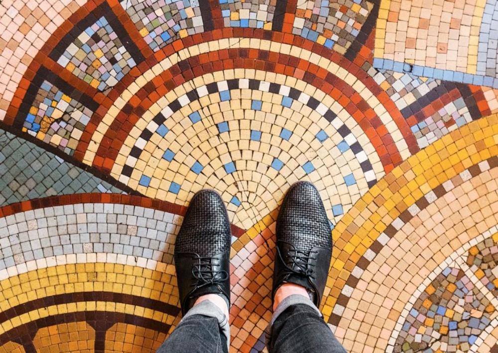 El fotógrafo alemán Sebastian Erras viaja el mundo documentando los más bellos pisos en mosaicos que te puedas imaginar. Descúbrelo en PARISIANFLOORS en Instagram. (Foto: Suministrada)