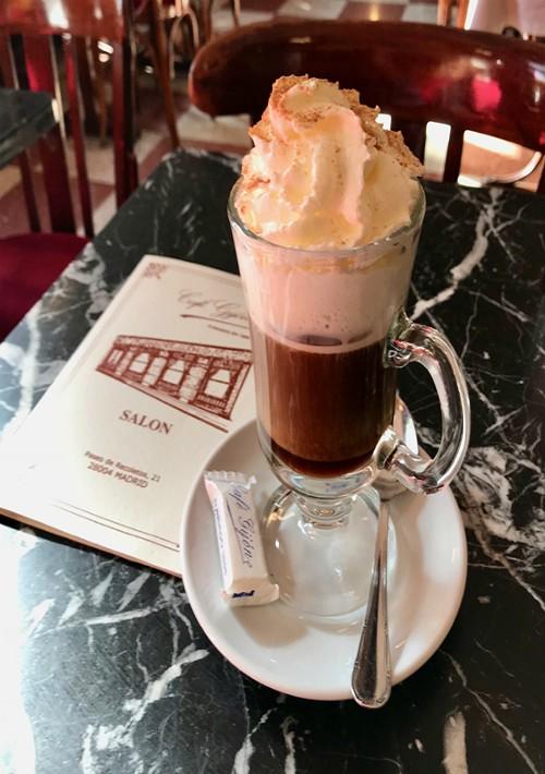 Redescubriendo un clásico, un café en el Café Gijón en Madrid. La magia de este emblemático local, fundado en 1888, todavía está viva. Paseo de Recoletos # 21, Madrid. (Foto Suministrada)