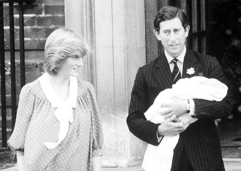 22 de julio de 1992. La princesa Diana y el príncipe Charles durante el nacimiento de su primogénito, el príncipe William. (AP)