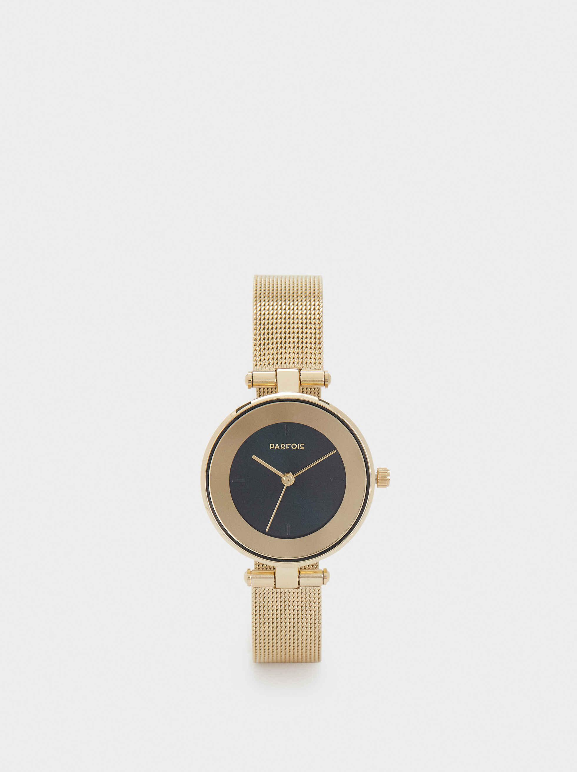 """De moda el dorado - Se trata del metal que está """"in"""" y por qué no agradar a tu ser querido con una pieza tan práctica como un reloj en el tono de moda. Consíguelo en Parfois, en San Patricio Plaza. (Suministrada)"""