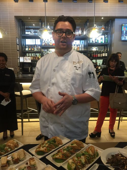 El chef Allan Lee, de Bazille, el restaurante estilo bistró de cocina americana y caribeña.