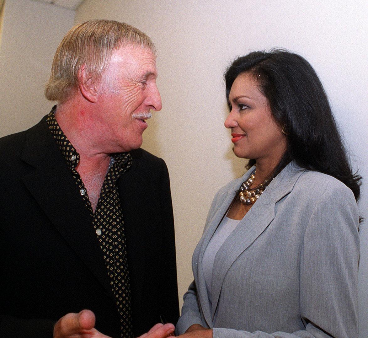 Ambos amaban el baile, él fue un profesional del tap y les encantaba el tango, y para un aniversario recibieron de regalo una sección de tango con un maestro argentino en su casa en Dorado. (Archivo)
