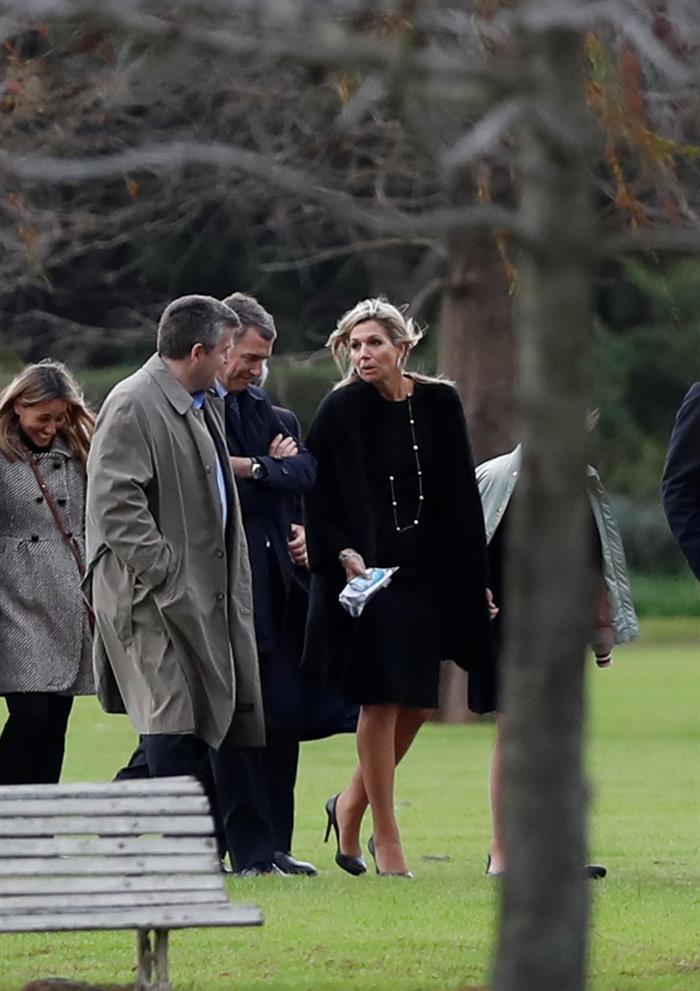 La reina Máxima de Holanda, durante el funeral de su padre, JorgeZorreguieta, el jueves 10 de agosto de 2017, en un cementerio de la Provincia de Buenos. Foto EFE/David Fernández.