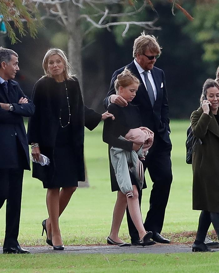 La reina Máxima de Holanda y su esposo, el rey Wilhelm Alexander, asisten al funeral del padre de la monarca, JorgeZorreguieta, el jueves 10 de agosto de 2017, en un cementerio de la Provincia de Buenos. Foto EFE/David Fernández.