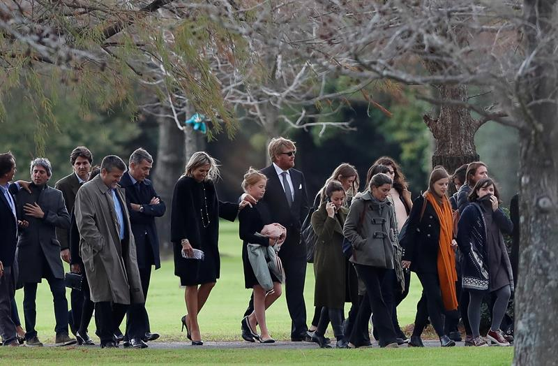Familiares despiden a JorgeZorreguieta, padre de la reina Máxima de Holanda, quien falleció el martes 8 de agosto a los 89 años, tras padecer una forma de linfoma de non-Hodgkin desde larga data. Foto EFE/David Fernández.
