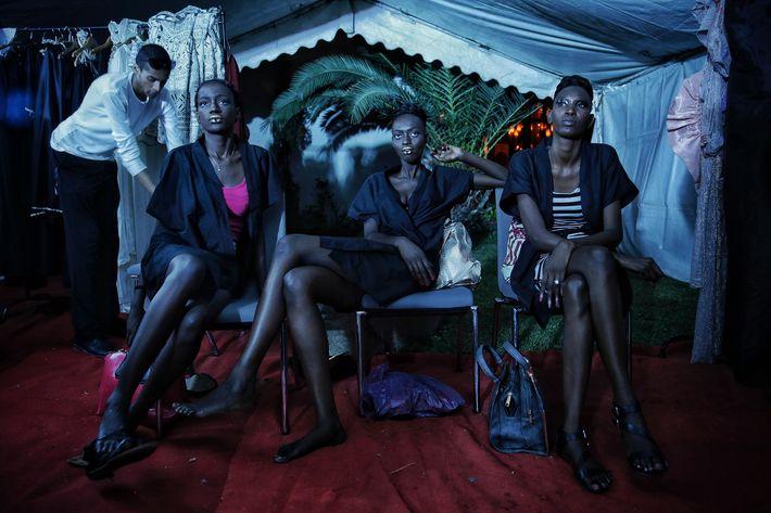 Dakar es un centro creativo, con gran parte de su energía motivada por Adama Ndiaye, la organizadora de 39 años de la Semana de la Moda de Dakar. (Prensa Asociada)