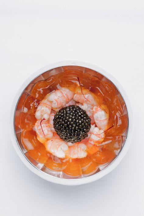 Su restaurante Le Grill homenajea a la tradición culinaria del Mediterráneo, como en este plato de gambas y caviar. Foto suministrada.