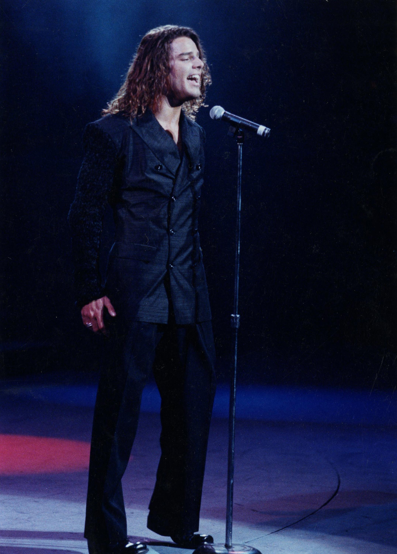 Al inicio de su carrera como solista, Ricky llevaba el cabello largo y acostumbraba utilizar ropa más holgada. (Archivo)