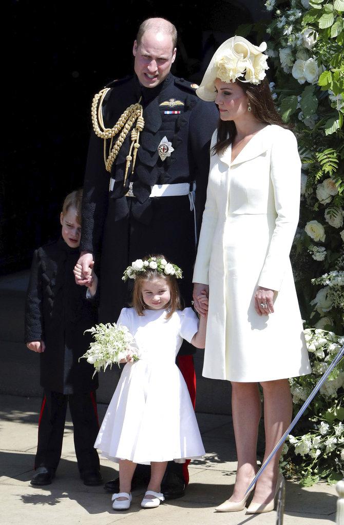 Kate, junto a su marido y sus hijos, lució una espléndida figura a solo tres semanas de haber dado a luz. (Foto: AP)