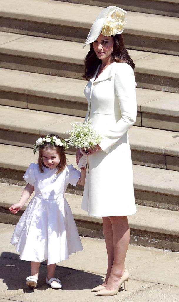 Kate Middleton, a la salida de la ceremonia con su hija Charlotte. (Foto: AP)