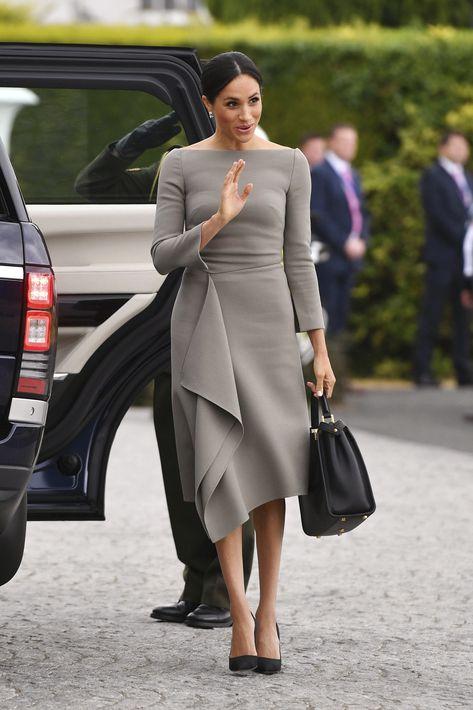 Uno de los atuendos que más gustó fue un vestido gris con mangas largas y falda línea A, de Roland Mouret. (AP)