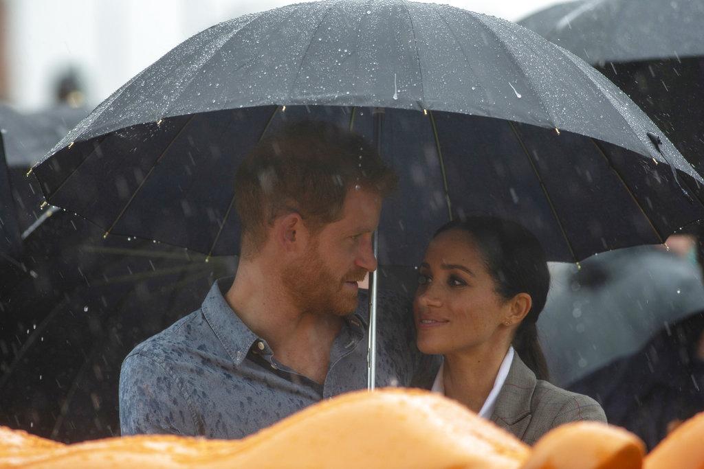 """""""La lluvia fue una bendición"""", dijo el príncipe Harry en Victoria Park, Dubbo, una ciudad afectada por la sequía. (Foto: AP)"""