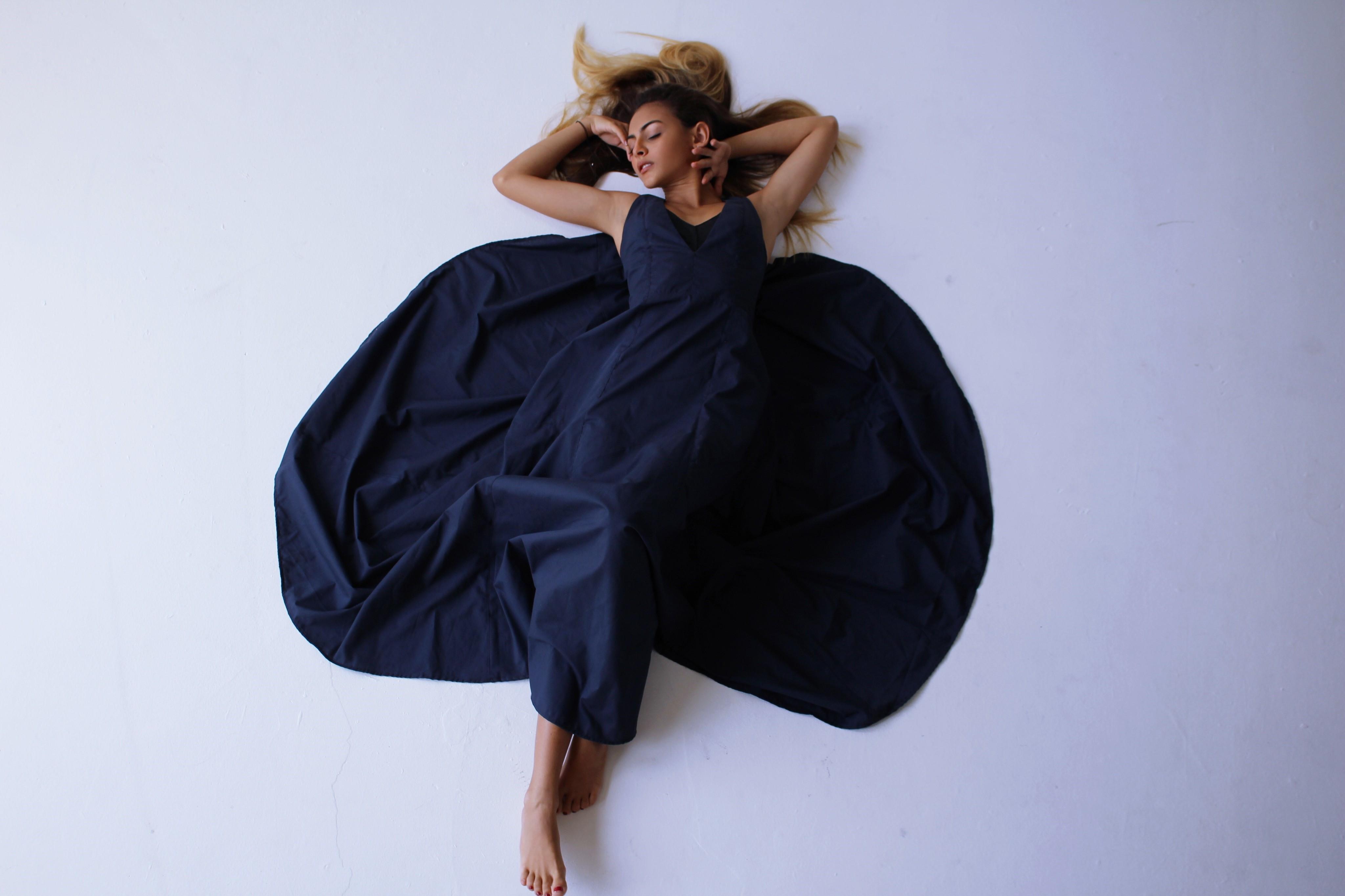 """Traje largo de algodón color """"navy"""" (Suministrada / Foto Daliana Alvarado)"""