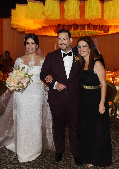Rebeca Cintrón y Carlos Ortiz junto a Mara Torres, de Blanco by Mara.