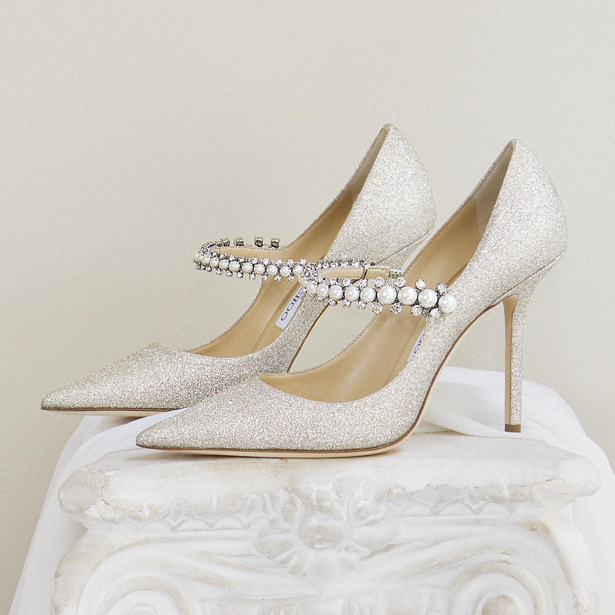 """""""Pumps"""" con detalles en cristales y perlas, modelo Baily 100, de Jimmy Choo (Suministrada)"""