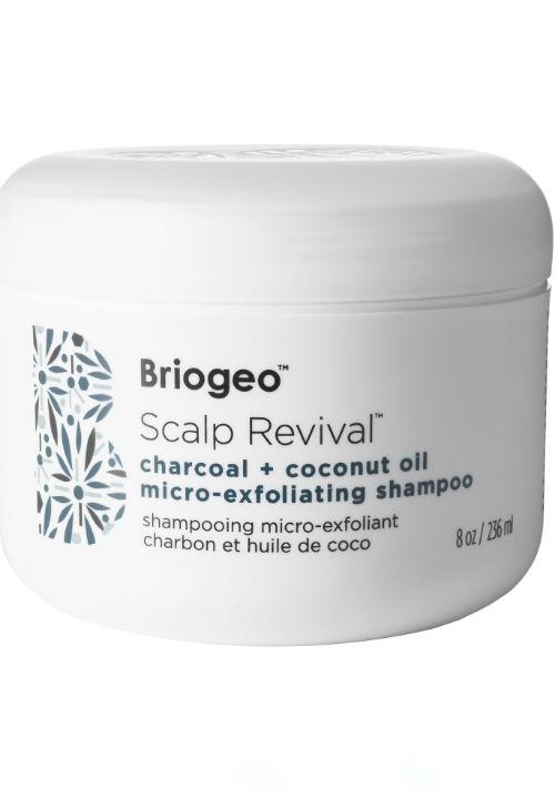 Briogeo Scalp Revival Charcoal + Coconut Oil Micro-exfoliating Shampoo ayuda a desintoxicar, exfoliar, suavizar y balancear el cuero cabelludo para una óptima salud de la piel. Disponible en Sephora. (Foto: Suministrada)