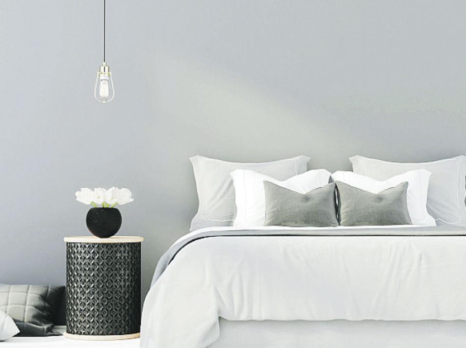 Dentro de la misma gama de gris, blanco y crema se puede jugar con las paredes de uno de esos en un tono y el techo o la fascia en otro, sin llegar a ser contrastante.