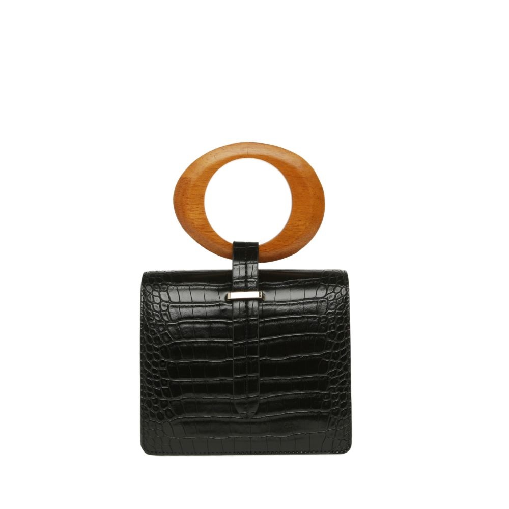 """Clee Croc Bag – Un regalo para agradar a cualquier mujer de tu familia o de tu grupo de amistades. Este bolso pequeño le ayudará a cambiarle el """"look"""" a cualquier conjunto. Consíguelo en las tiendas Novus y en www.novushoes.com. (Suministrada)"""