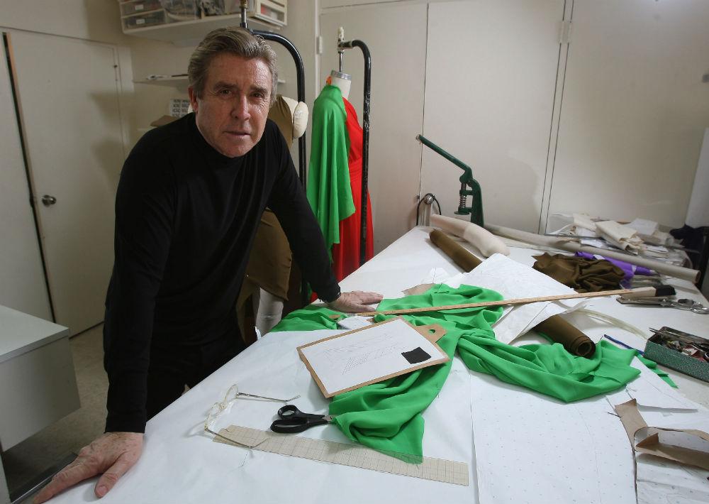 Nono Maldonado en su antiguo taller en la Avenida Ashford en julio de 2008. (Archivo)