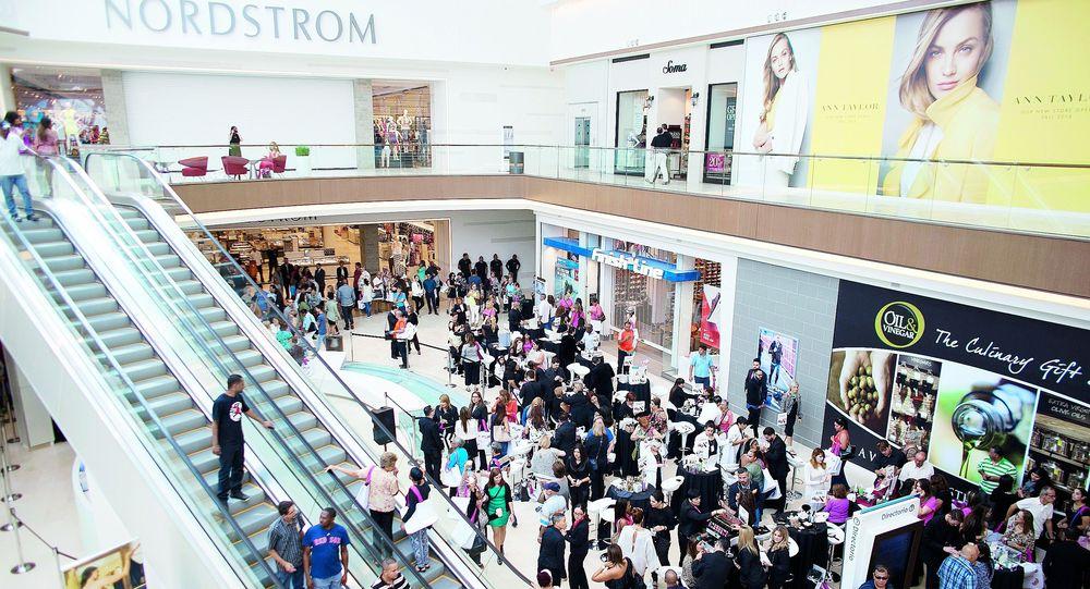 En la primera apertura de Nordstrom en Puerto Rico, en marzo de 2015, cuando el público llenó los pasillos de The Mall of San Juan.