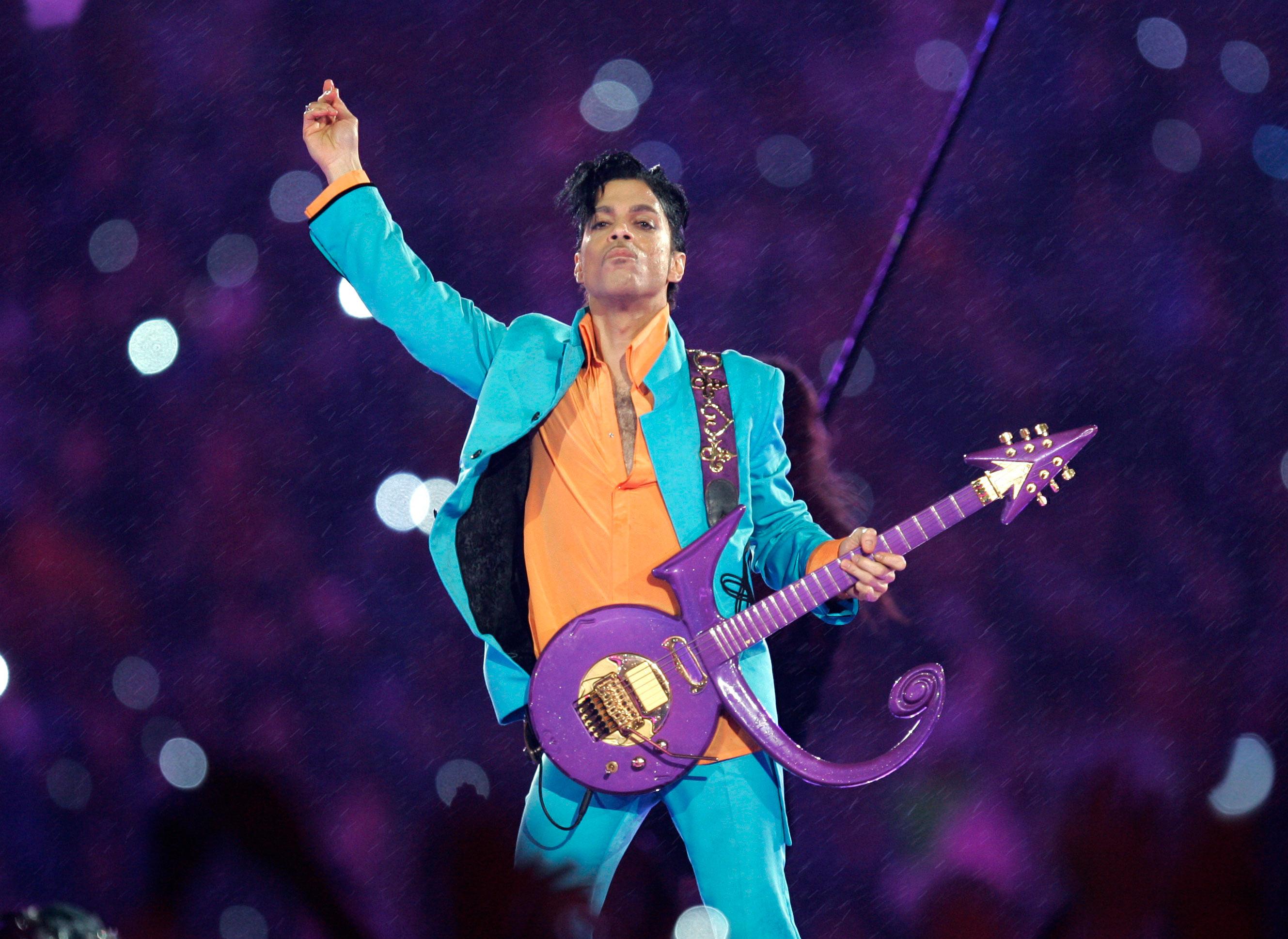El naranja, un color también frecuente en el vestuario de Prince. Foto AP.