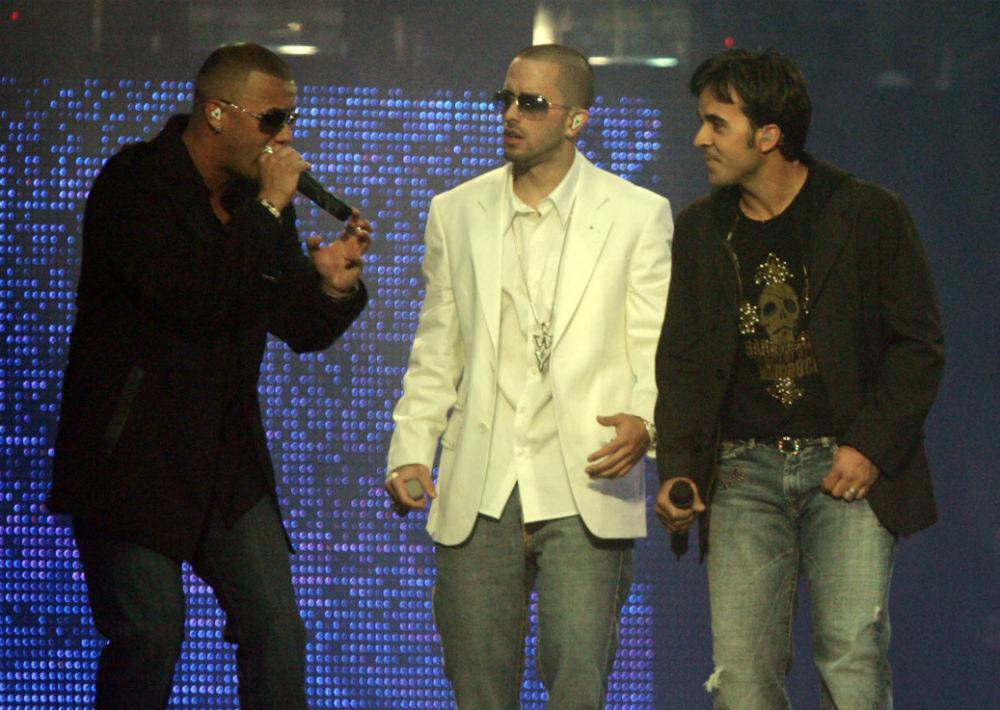"""Wisin y Yandel junto a Luis Fonsi en el concierto """"Los vaqueros"""". (Foto: Archivo. GFR Media)"""