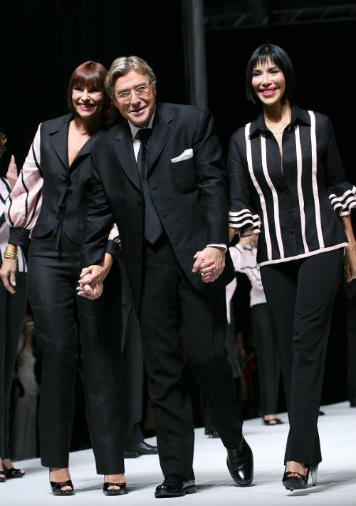 Maldonado junto a sus amigas y musas, Ileana Cambó y Caridad Fernández, en un desfile celebrado en abril de 2007. (Archivo)