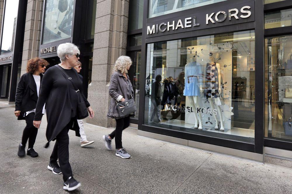 La casa Versace pasa a manos de el imperio de Michael Kors.