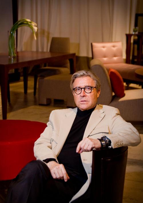 En su faceta como diseñador de muebles, Nono Maldonado durante la presentación de una línea bajo su nombre en exclusiva para la tienda Atmosphere. (Archivo)