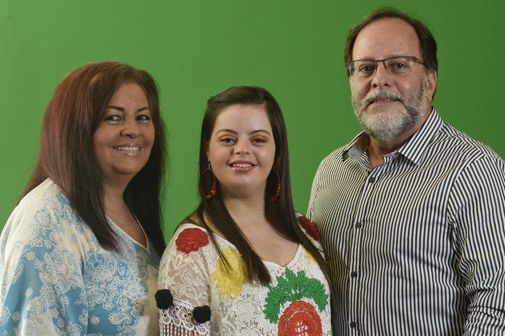 Dalila junto a sus padres Nélida Hernández y Hilton Zapata. (Foto: Gerald López-Cepero)