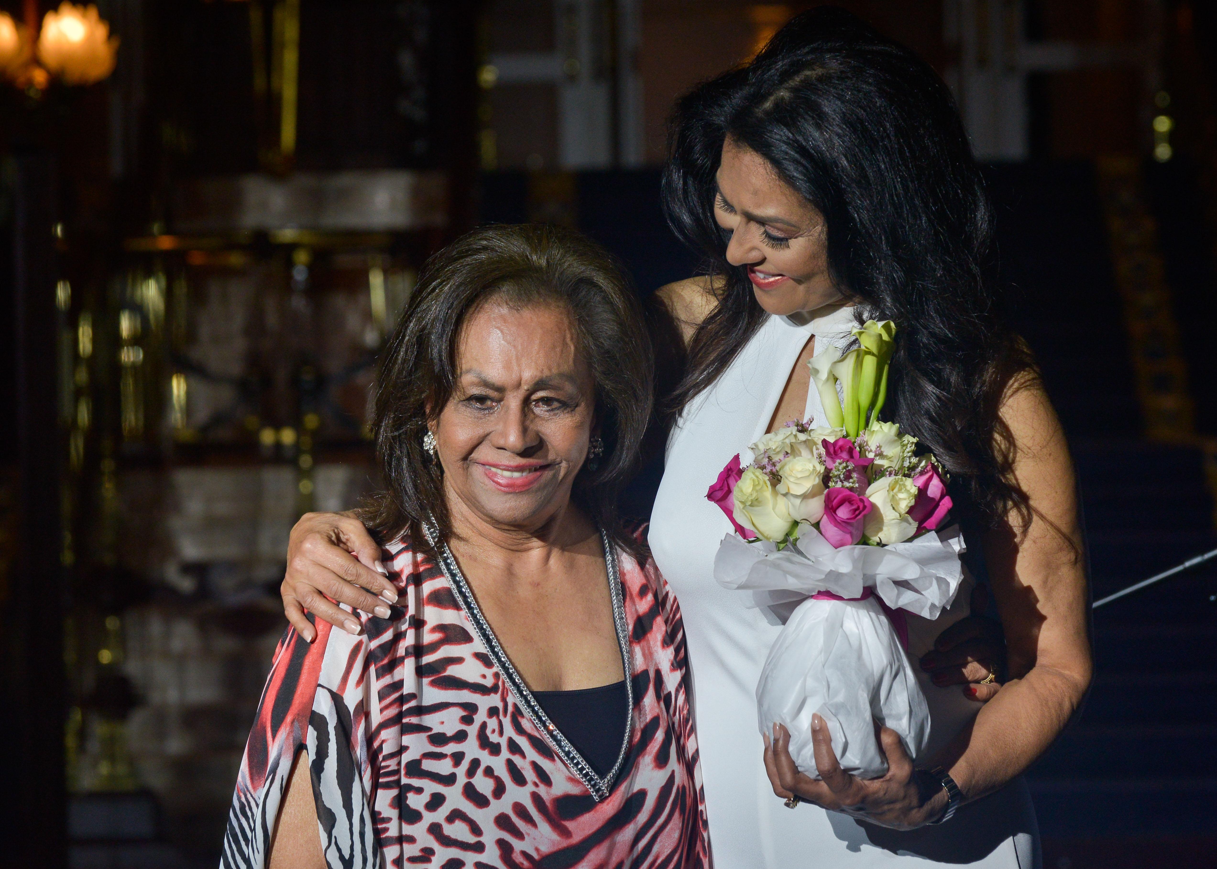Wilnelia Merced le dedicó a su madre, Delia Cruz, el reconocimiento que le hizo San Juan Moda.  (Foto: Enid Salgado)