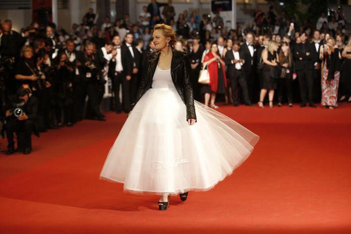 Elisabeth Moss en Oscar de la Renta. (AP)