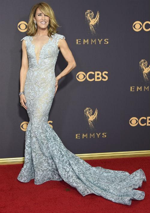 Felicity Huffman lució muy elegante en un vestido verde claro en encaje, creación de Tony Ward. (AP)