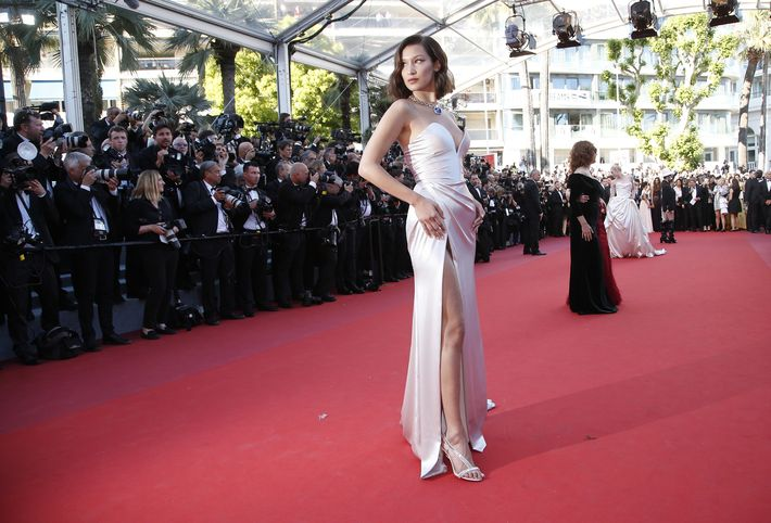 Bella Hadid en Alexandre Vauthier. (AP)