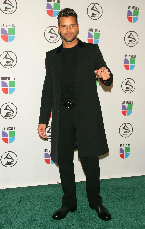 Con chaqueta larga y un estilo monocromático asistió a la entrega de los Latin Grammy en 2006. (Archivo)