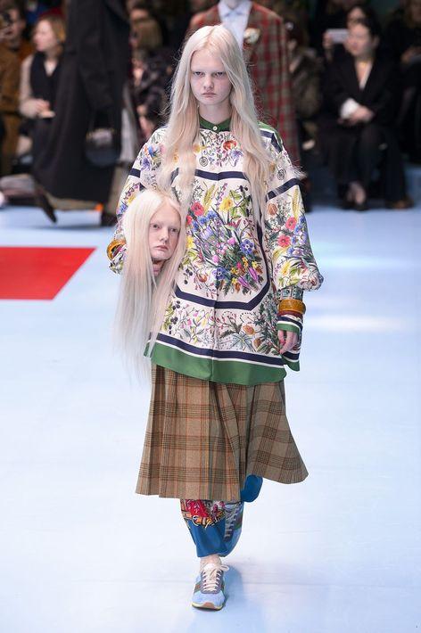 Alessandro Michele presentó en Milán, para Gucci, un desfile con modelos con cabezas decapitadas.