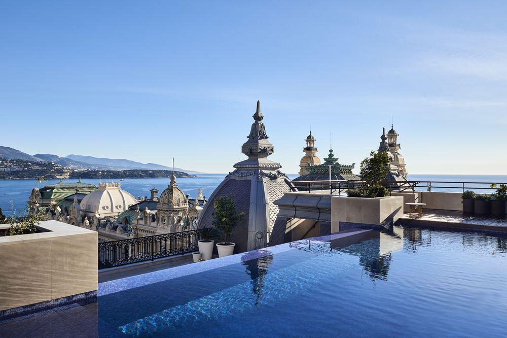 El hotel por su fachada colinda con el Casino de Monte-Carlo, su Opéra Garnier y los Jardins du Casino, y desde su costado se abre al maravilloso puerto con un horizonte de mega yates. Foto suministrada.
