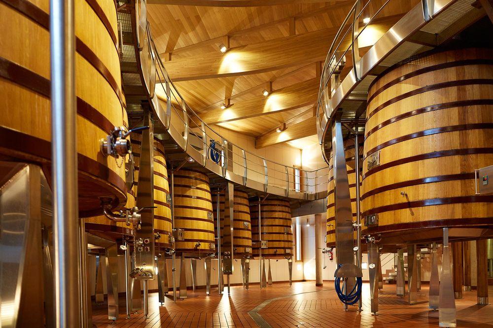 Las bodegas han evolucionado, pero manteniendo su esencia que, en el caso de los de Vega Sicilia de Ribera del Duero y sus etiquetas Valbuena 5to Año, Único y Reserva Especial, tiene un perfil de vinos maduros y extremadamente elegantes.