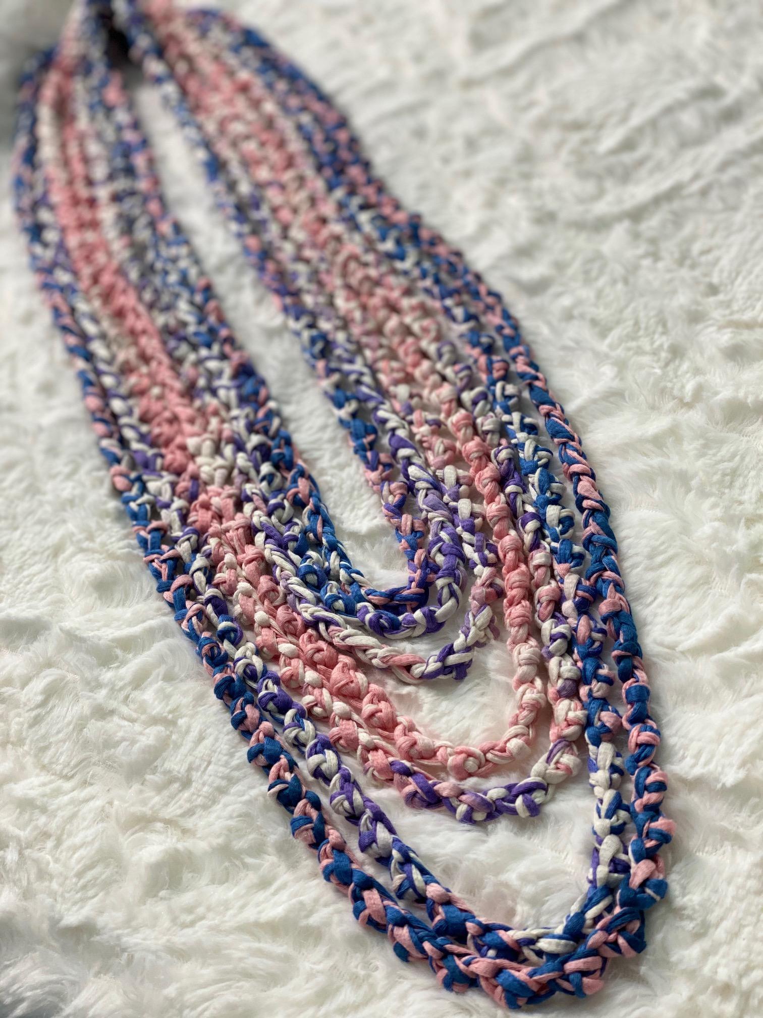 Nidaria se caracteriza por la confección de accesorios usando la manualidad del crochet. (Suministrada)