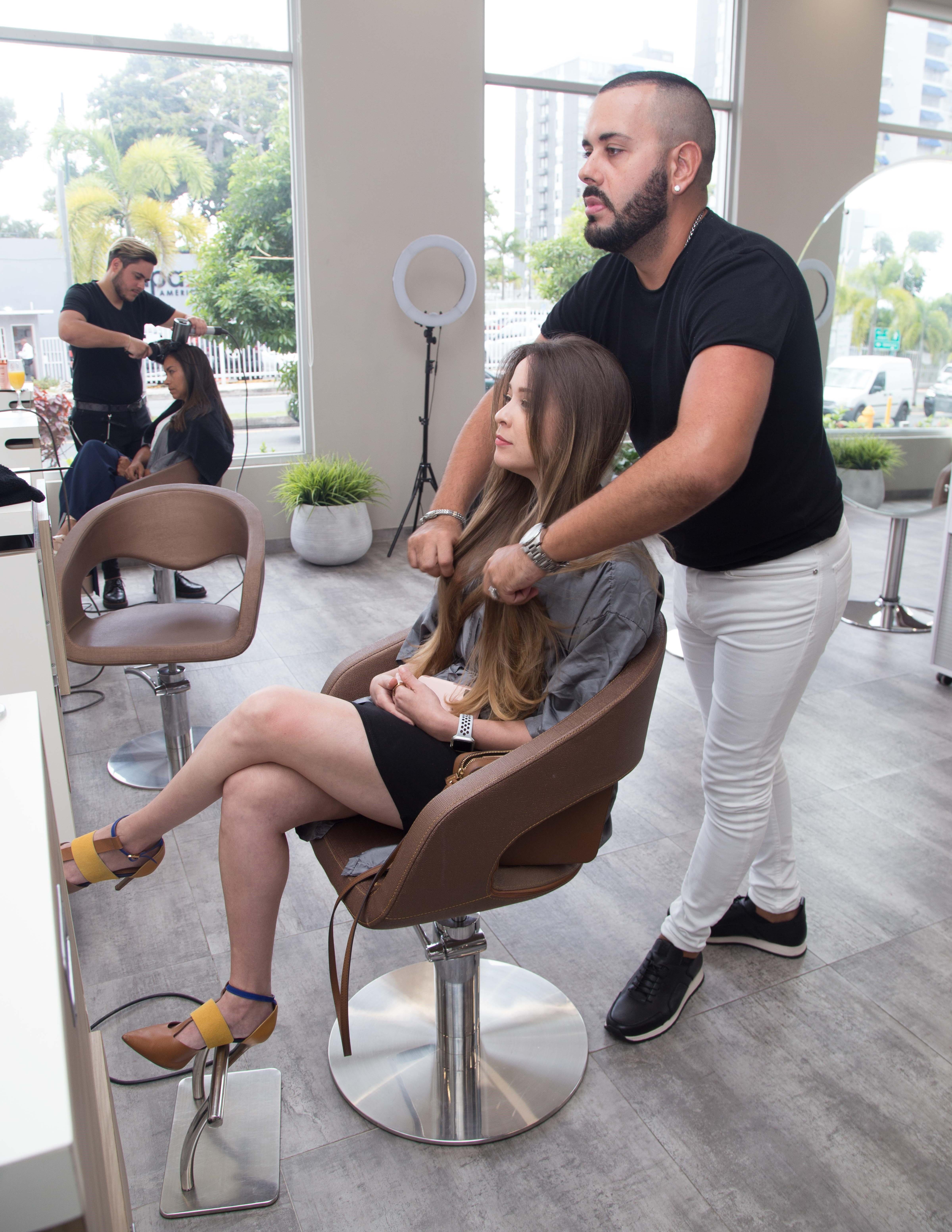 El estilista Jorge Alvarado de Abraham Hair Salon en Guaynabo.