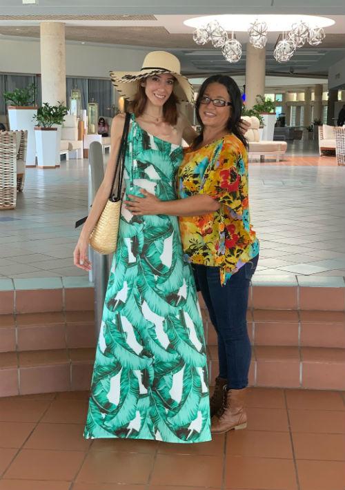 La joven junto a su madre, Teresita Correa.  (Suministrada)