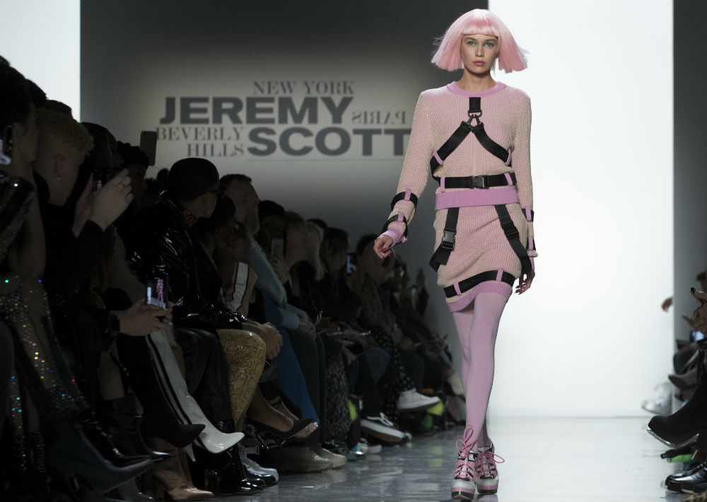9e19be1f77e18 Tom Ford revive los 80 y Jeremy Scott viaja al futuro   Magacín