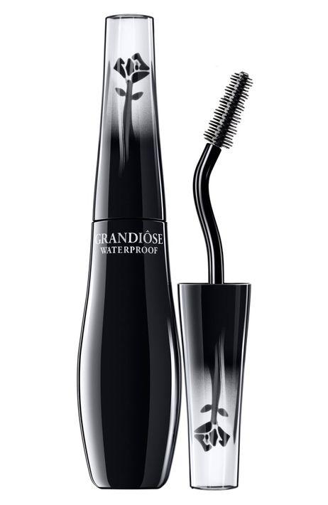 Lancôme Grandiose - Aparte de su fórmula a prueba de agua, esta mascara se caracteriza por su aplicador curveado y ergonómico para que su uso sea más fácil y parejo de la raíz a la punta. (Foto: Suministrada)