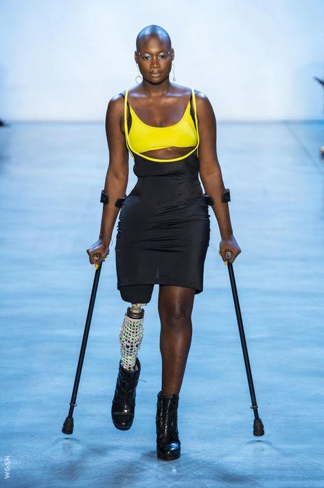 Chromat abraza la diversidad - La moda -incluidos los trajes de baños- está hecha para mujeres de todo tipo de cuerpo, estilo y culturas. Con esta premisa, la diseñadora Becca McCharen-Tran -fundadora y directora creativa de la marca- llevó a la pasarela su nueva propuesta para la primavera-verano 2019 modelada por mujeres que no necesariamente son modelos. (Foto: WGSN)