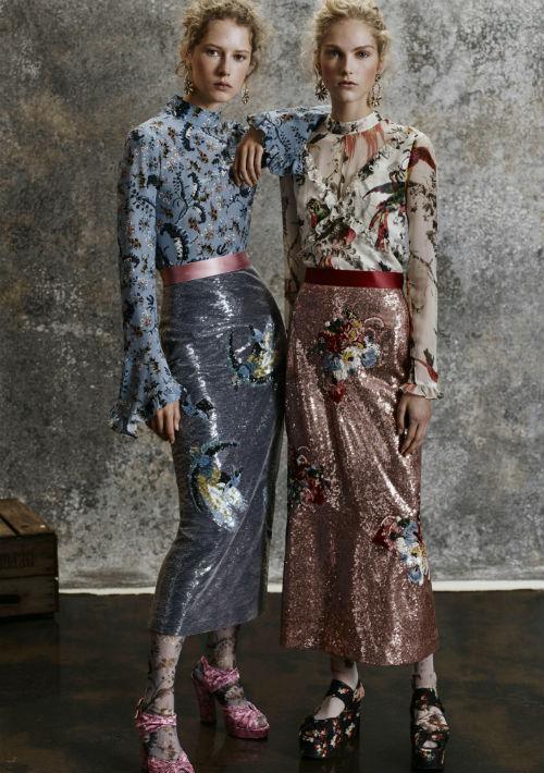 """Lentejuelas: Estos pequeños discos metálicos son capaces de impartir el suficiente glamour a un vestido de noche hasta hacerlo digno de una alfombra roja, transformar una sencilla falda de línea recta en una pieza de conversación y darle un toque """"chic"""" a una simple camiseta. (WGSN)"""
