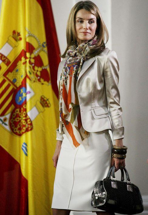 Letizia es una fanática de la moda, pero nunca ha mostrado temor al usar piezas más económicas o a repetir atuendos. (Foto: Archivo)