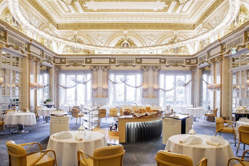 Le Louis XV, que pronto se convirtió en el primer restaurante de hotel con tres estrellas Michelin. Foto suministrada.