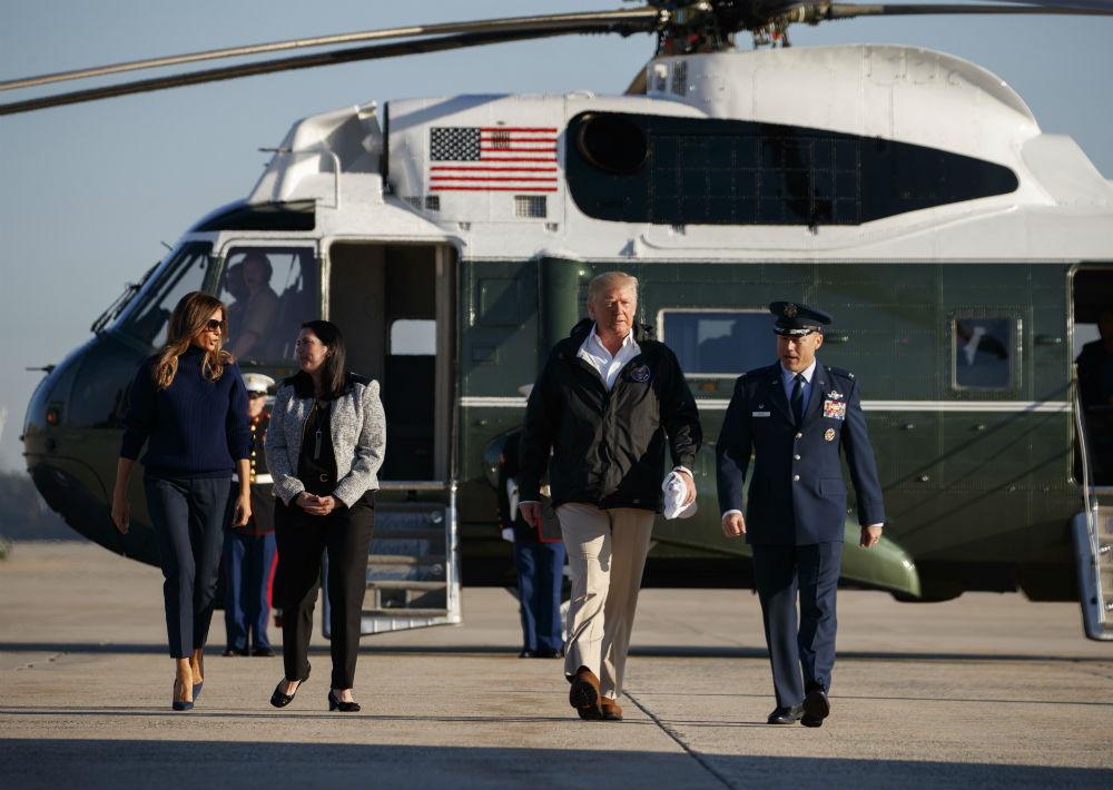 Melania Trump abandonó la Washington D.C. con un atuendo un poco más formal y sus acostumbrados tacos. (AP)