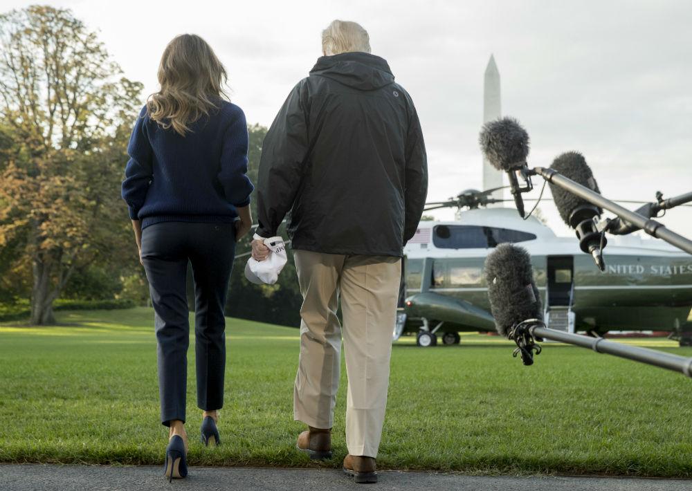 La primera dama estadounidense recibió fuertes críticas, tan reciente como el pasado 29 de agosto, cuando llegó a Texas a visitar las áreas afectadas por el huracán Harvey luciendo un par de tacones. (AP)