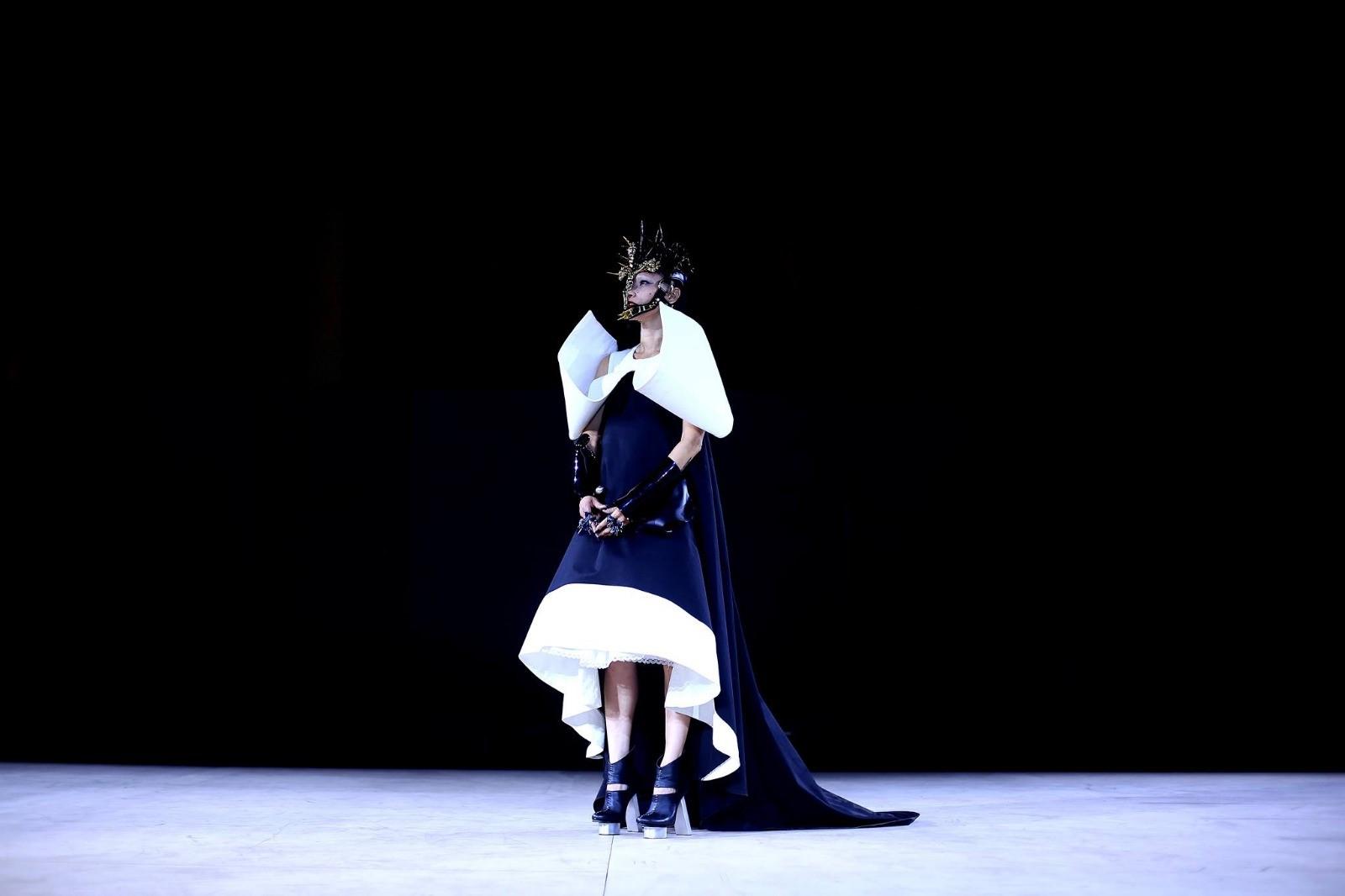 Vestido de la colección Suora, presentada en el London fashion Week. (Suministrada)